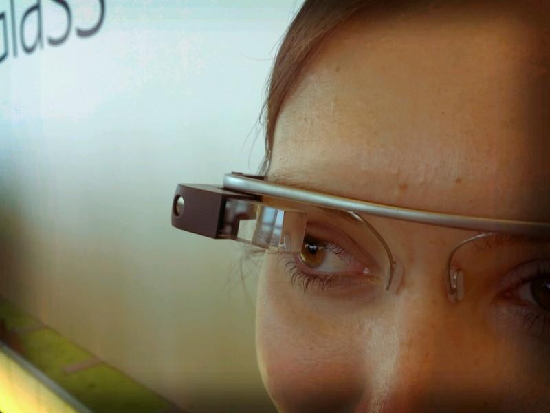 Google Glass будут читать мысли владельца