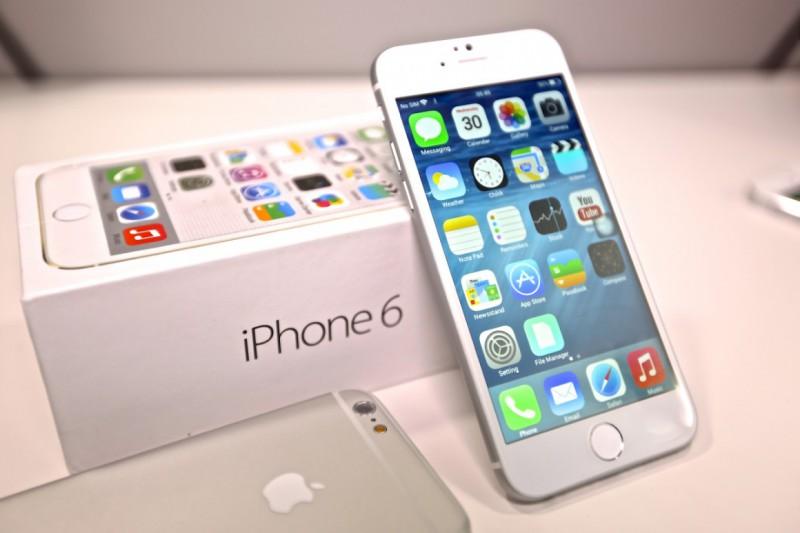 Apple дает старт продаж новым iPhone