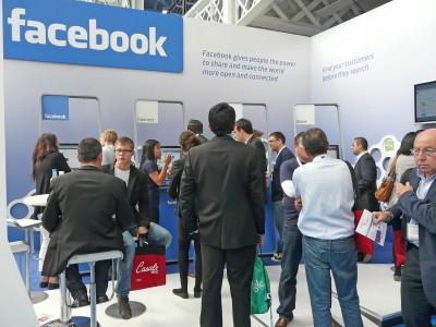 Facebook  подключает людей к интернету