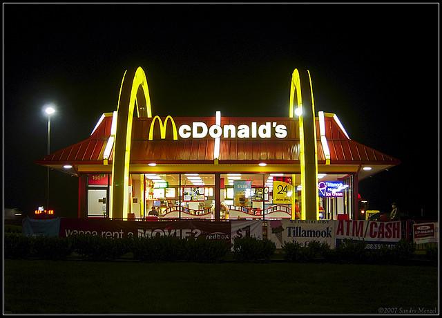 Заказ из Макдональдс доставят домой на Ferrari