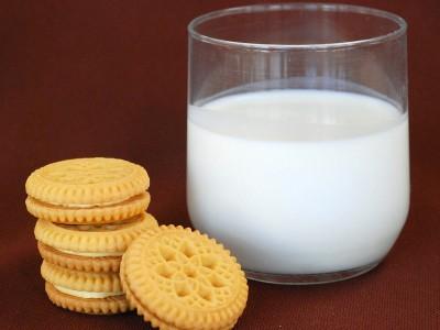 Употреблять молоко полезно и нужно