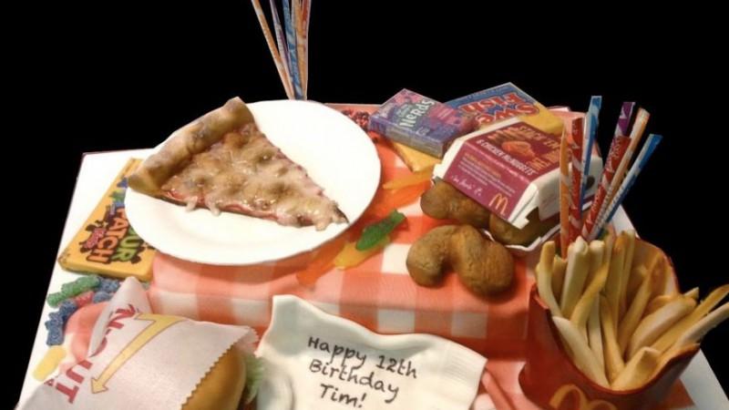 Сладкий гамбургер, пицца, картофель фри и другие десерты