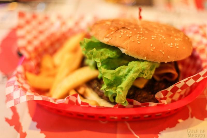 Нужен ли веганам бургер со вкусом мяса?
