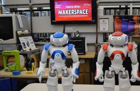Библиотечные роботы научать людей кодировать