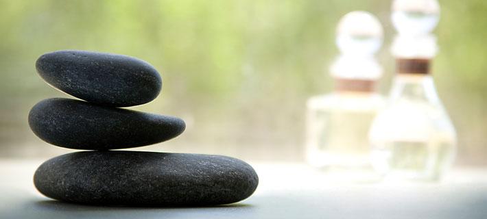 Классический стоун-массаж всего тела: как действует практика на организм?
