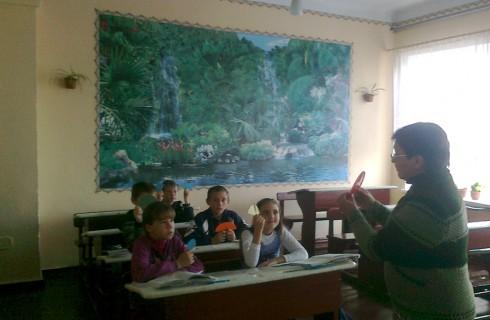Девочки опережают мальчиков в математике