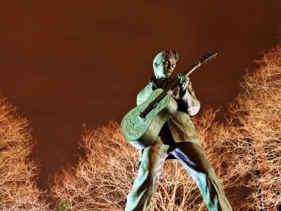 Главные зимние события 2015: 80 лет Пресли. Памятник Элвису Пресли