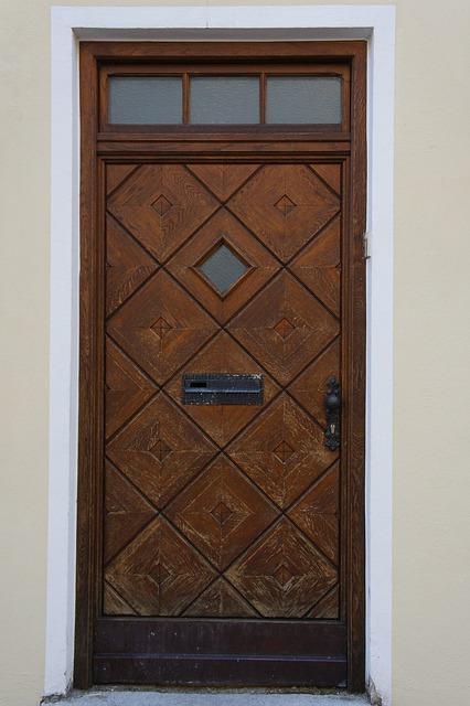 Какие двери лучше для квартир?