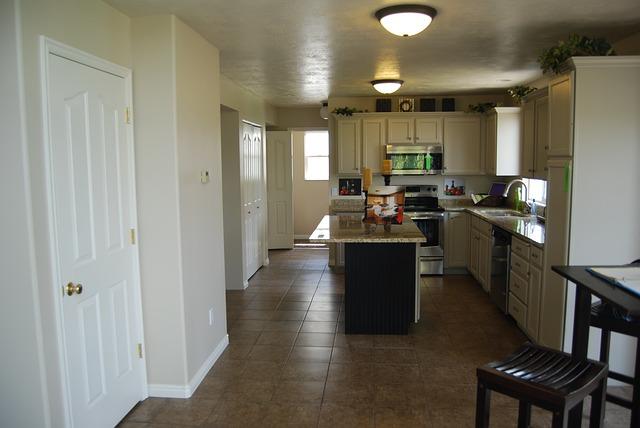 Мозаика на кухне – яркое преображение знакомого пространства