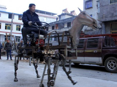 Лошадь-робот и ее создатель