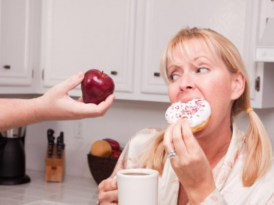 Контролировать чувство голода женщины не могут