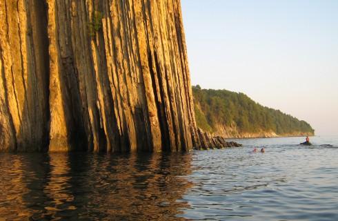 Жизнь на Земле породили скалы