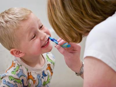 Проблем с зубами у детей можно избежать