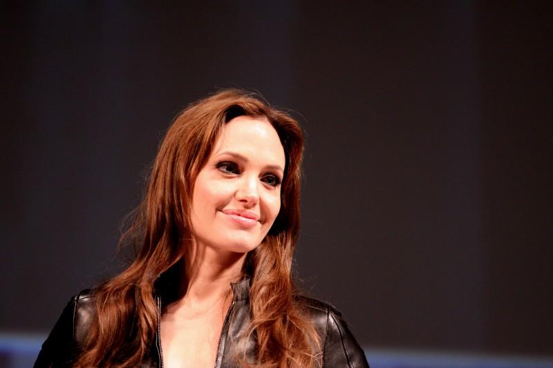 Анджелина Джоли борется с насилием в отношении женщин