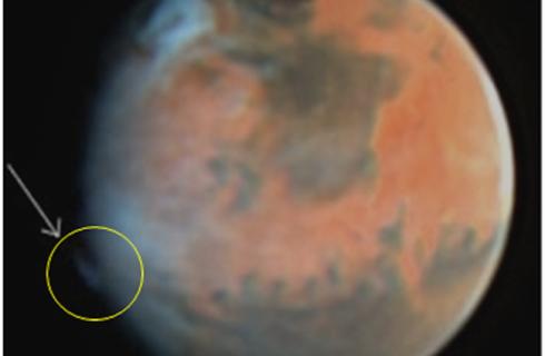 Марс пугает странными облаками