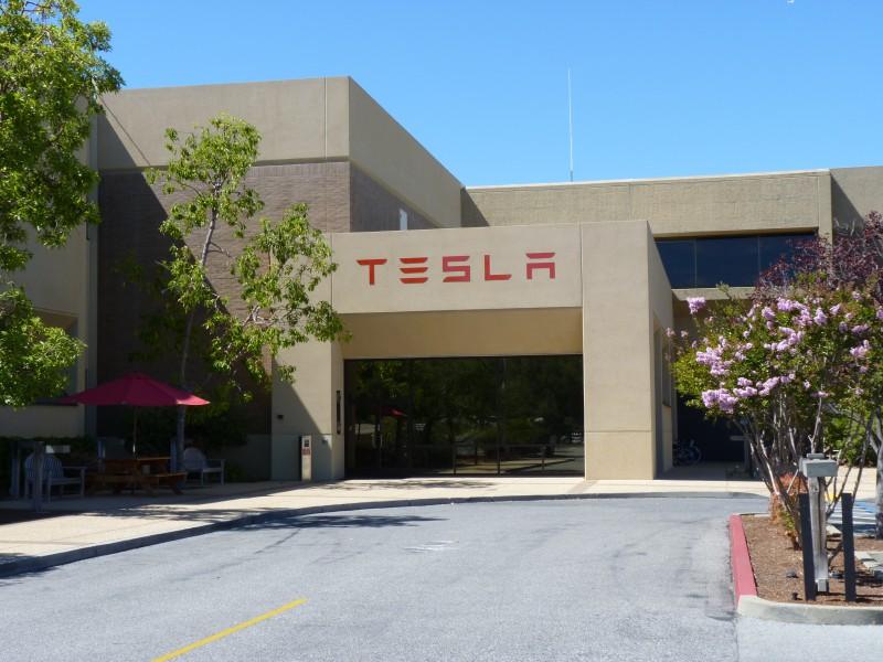 Между Apple и Tesla разгорелась кадровая война