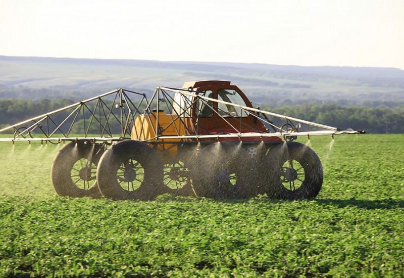Как в почву вносят пестициды?