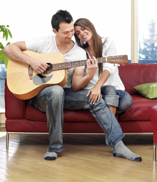 Удиви любимого человека на 14 февраля: подари ему свою песню!