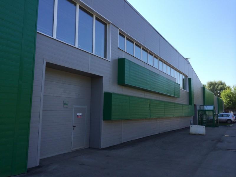 Как правильно хранить на складе стройматериалы?