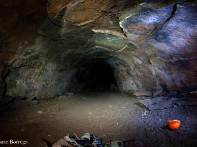 Красная леди была захоронена в пещере