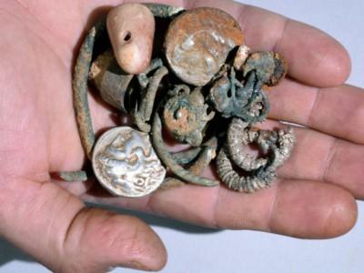 Тайник с серебром: обнаруженные в пещере артефакты