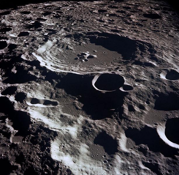 Луна скрывала гигантский кратер
