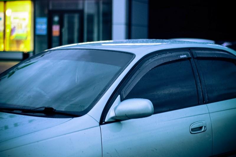 Как тонируют стекла автомобилей?