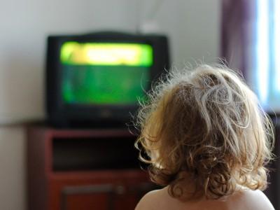 Ребенку нельзя смотреть телевизор
