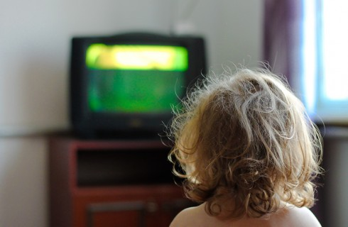 Почему ребенку нельзя смотреть телевизор