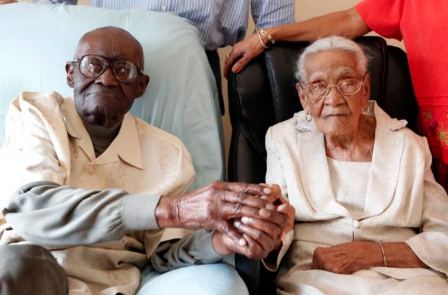 Пара отпразднует 212 общих лет