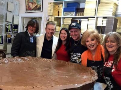 Чаша с пастой из шоколада: авторы десерта, вес которого превысил 200 килограммов