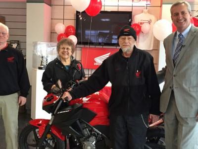 Коллекция мотоциклов Гарри Адлера: Гарри Адлер получает свой бесплатный байк