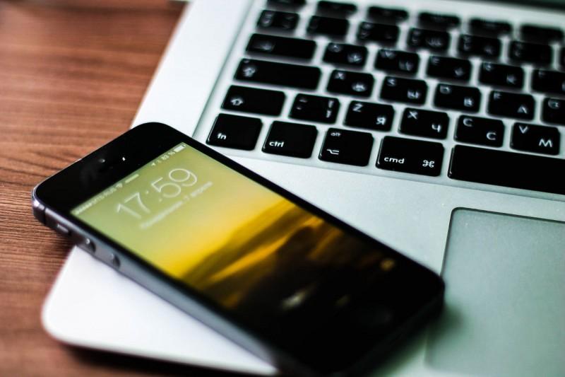 Самый популярный аксессуар для «яблочных» телефонов –  jawbone up