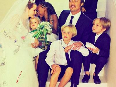 Джоли и Питт со своими детьми
