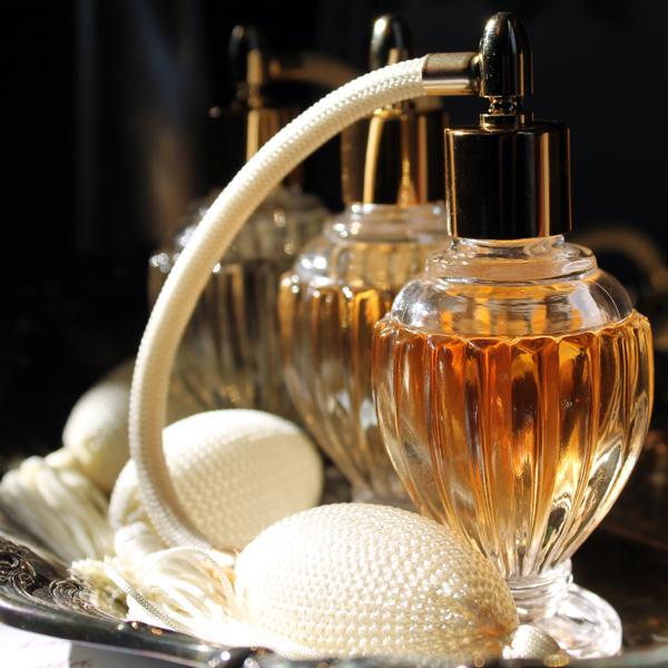 Как выбрать парфюм в подарок женщине?