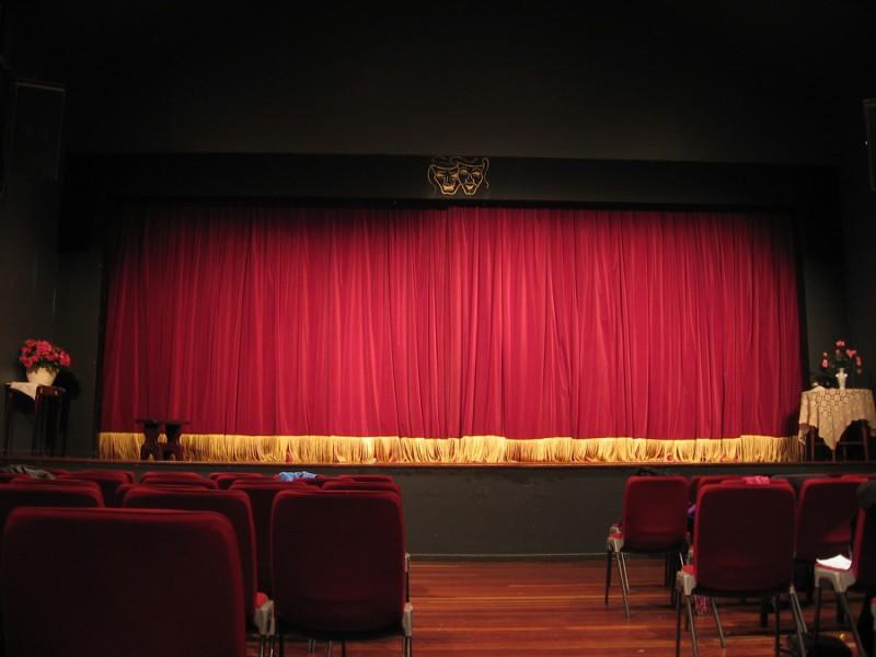 Почему нужно полюбить театр?