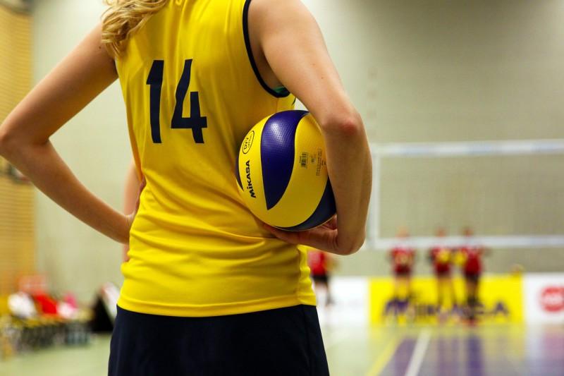 Как выбирать обувь для занятий волейболом?