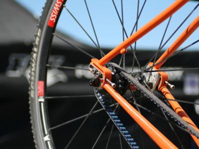 Езда на велотренажере назад — эффективней