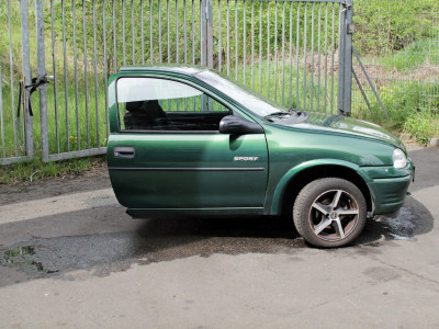 Половина автомобиля Opel
