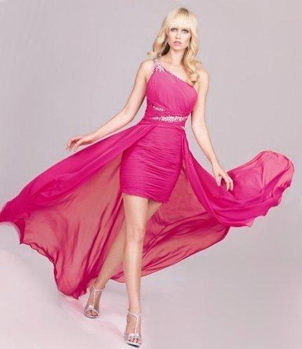Блондинка в платье для выпускного
