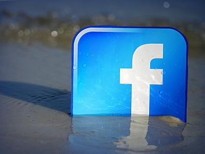 Facebook блокирует аккаунты блогеров