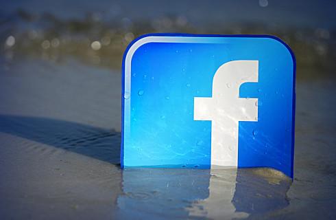 Facebook блокирует аккаунты политических блогеров