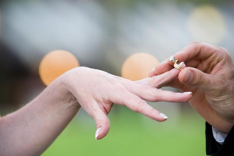 Брак  положительно влияет на мужчин