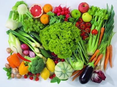 Хранить фрукты и овощи в холодильнике не стоит