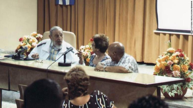 Фидель Кастро участвует в переговорах