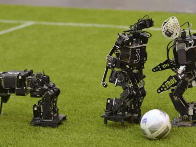 RoboCup: игра человекоподобных роботов