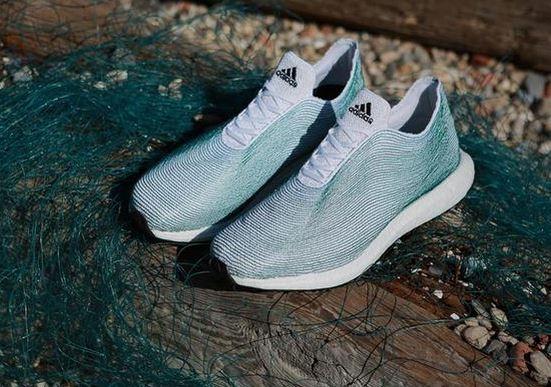 Adidas создаст обувь из морских отходов