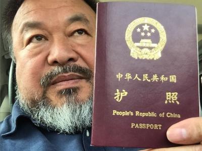 Ай Вэйвэй получил паспорт