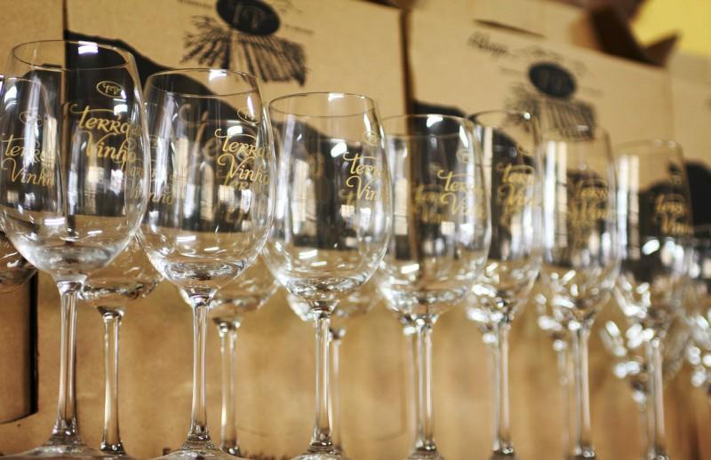 Как выбирать бокалы, рюмки и фужеры под разные напитки?
