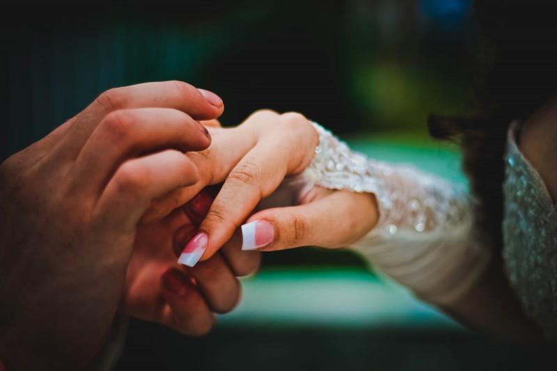 Как подобрать кольцо в подарок женщине?